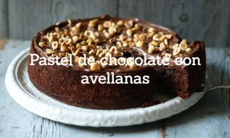 Pastel de chocolate con avellanas