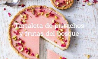 Tartaleta de pistachos y frutas del bosque